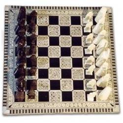G208: Schachspiel aus Zedernholz und Perlmutt